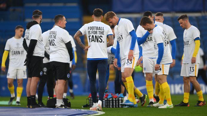 Spelers van Brighton hulden zich gisteren voor het duel met Chelsea in speciale T-shirts.