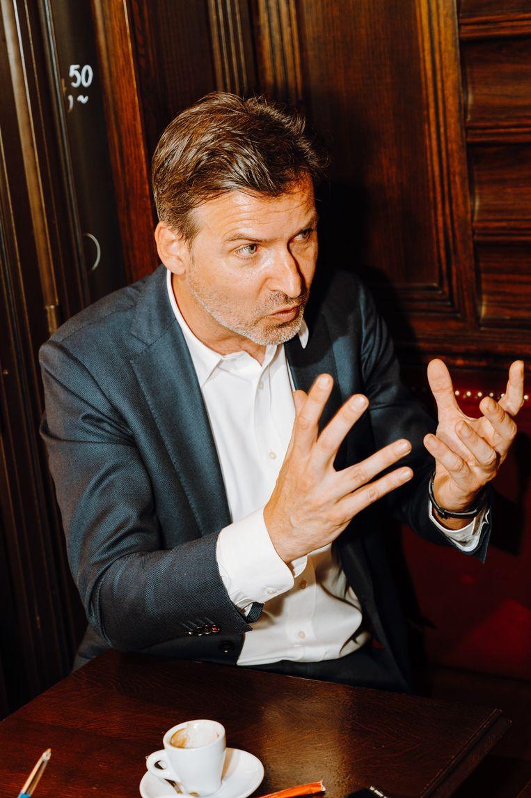 Dirk Jacobs: 'Vlaamse leerlingen kunnen minder goed lezen dan vroeger. Zorgwekkend. Maar vergelijk het met Franstalig België: dát is slecht.'  Beeld Illias Teirlinck