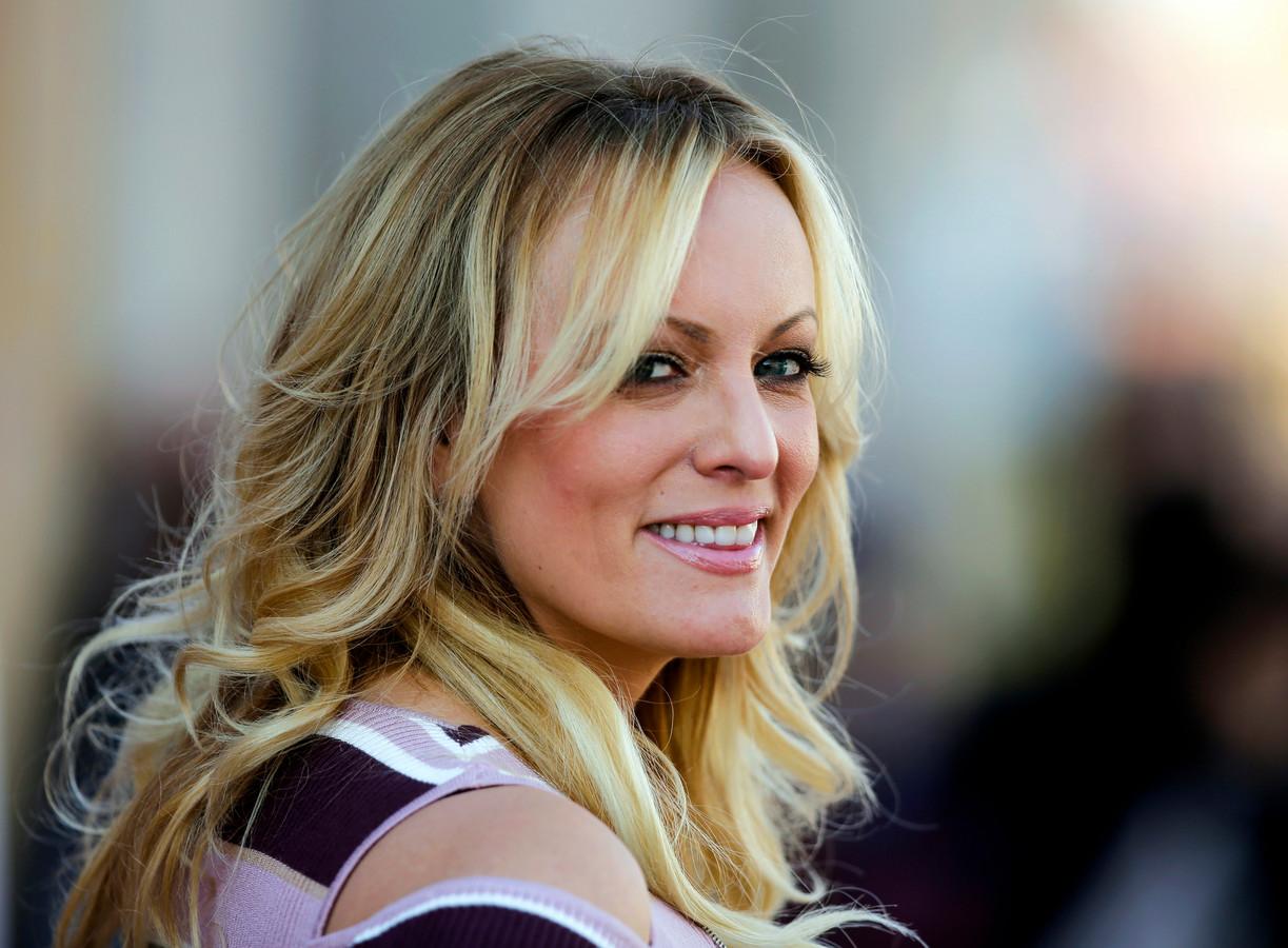 Stormy Daniels, de pornoactrice aan wie oud-president Donald Trump zwijggeld zou hebben betaald, tijdens de première van haar film 'Venus' in Berlijn in 2018.