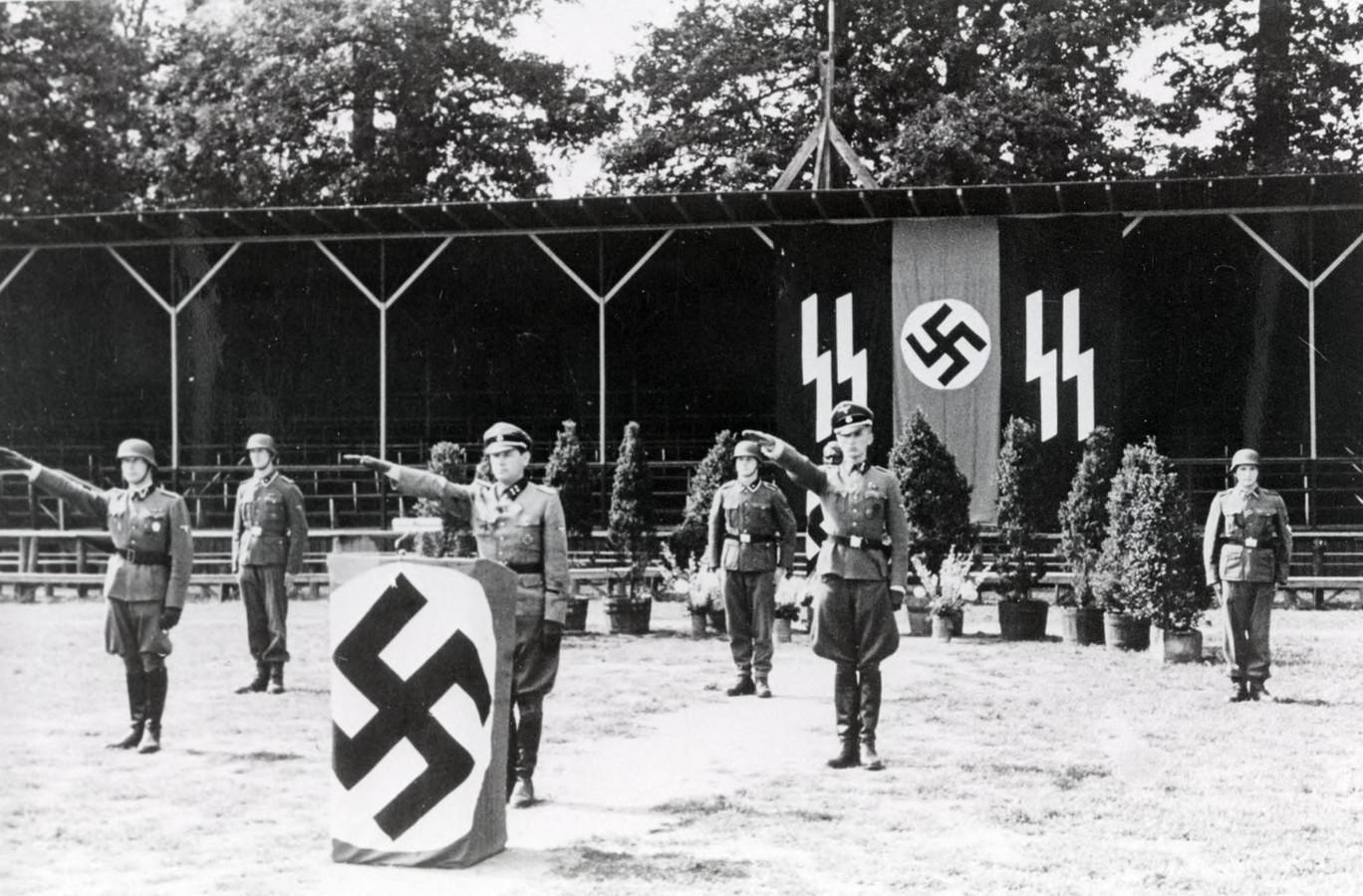 In Arnhem was tijdens de Tweede Wereldoorlog een opleidingsbataljon voor de SS gevestigd. Nieuwe rekruten werden beëdigd in het voetbalstadion van Vitesse.