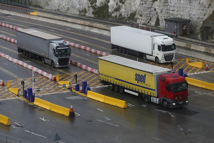 Vrachtwagens in de haven van het Britse Dover na hun overtocht vanuit Europa.