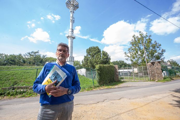 Journalist Guy Bouten (74) aan de militaire site op de Kesterheide.