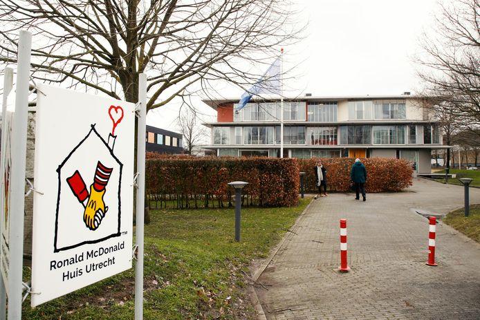 Het huidige Ronald McDonald Huis ligt pal aan de overkant van het Wilhelmina Kinderziekenhuis op het Utrecht Science Park.