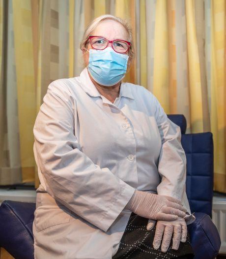 Helmondse doktersassistente snapt niets van het prikbeleid
