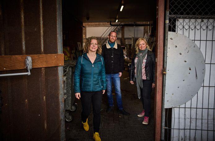 Straatdokter Marlieke Ridder (links) met ex-dakloze Patrick van der Jagt en verpleegkundige Jeanette Plukkel.