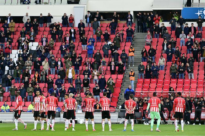 Alle spelers van PSV kwamen met een shirt met rugnummer 11 het veld op.
