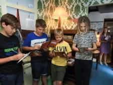 Kinderen leren over de oorlog in Oostburgs museum op wielen: 'Snap wel dat NSB'ers gepest werden'