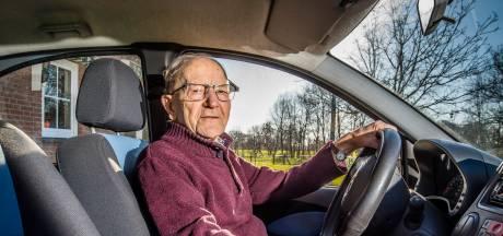 Gerard mag blijven rijden tot hij 105 jaar oud wordt: 'Heel blij mee'