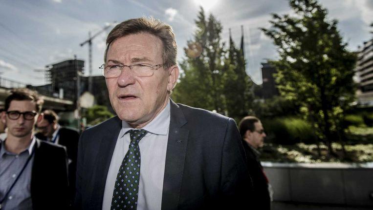 De Belgische minister van Financien Johan Van Overtveldt komt aan in Brussel bij aanvang van de tweede dag van de speciale Eurogroep vergadering waar de Griekse schuldencrisis besproken wordt. Beeld ANP