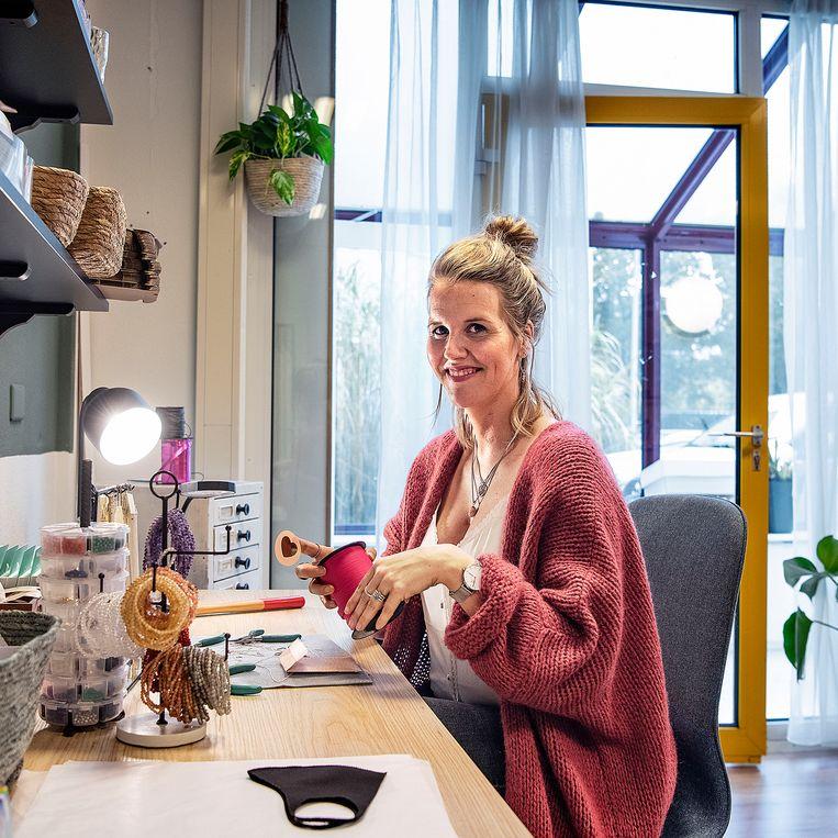Sanne Verra, projectmanager in de evenementenbranche: 'Ik ben af en toe verbaasd hoe we het nog redden.' Beeld Guus Dubbelman / de Volkskrant