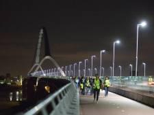 Massaal wandelen van Nijmegen naar Arnhem: Vluchteling blijf je misschien wel je hele leven