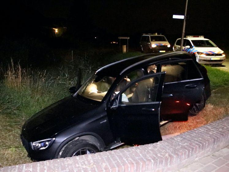 Auto belandt met hoge snelheid in greppel in Ingen
