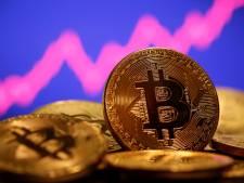 Waarde bitcoin duikt omlaag na recordstijging