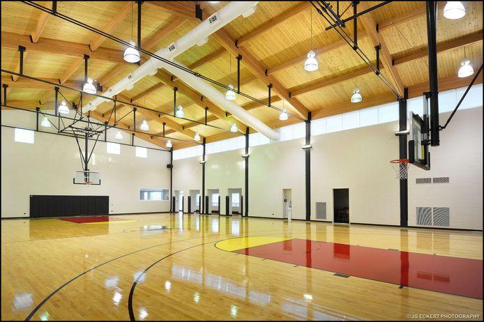 De basketbalzaal