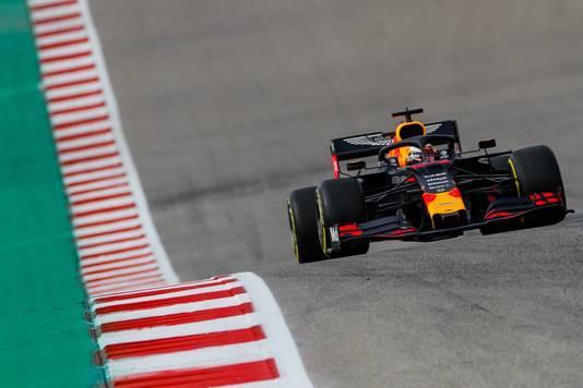 Max Verstappen op het hobbelige circuit.