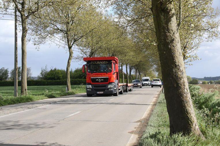 Door de tonnagebeperking in de binnenstad, rijdt nu veel meer zwaar verkeer door de Krommenelststraat in Ieper.