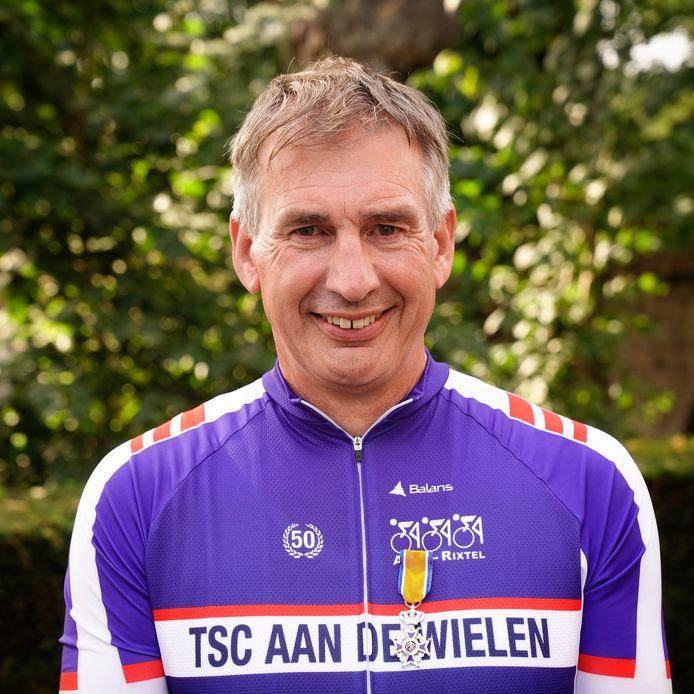 Adri Donkers uit Aarle-Rixtel mag zich Lid in de Orde van Oranje-Nassau noemen.