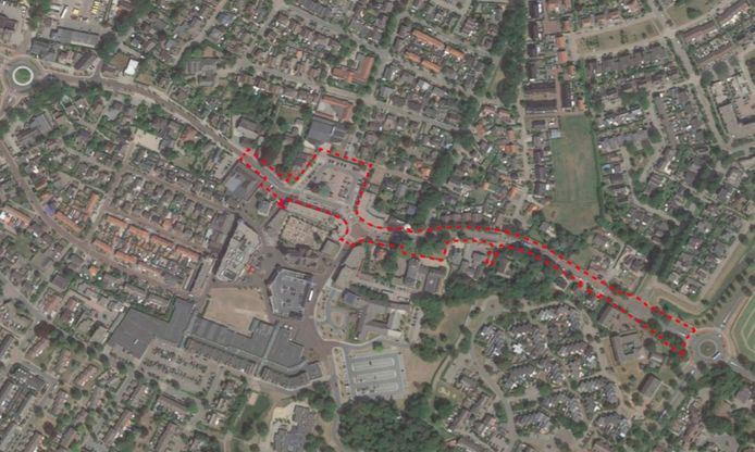 De Rijksweg tussen de Jumbo en de rotonde met de Vergertlaan.