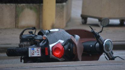Vrouw (44) valt met bromfiets en wordt doodgereden: aanrijder pleegt vluchtmisdrijf, parket doet oproep aan bestuurder om zich te melden