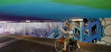 Fietstunnel Neckerspoel omgetoverd tot kleurig kunstwerk