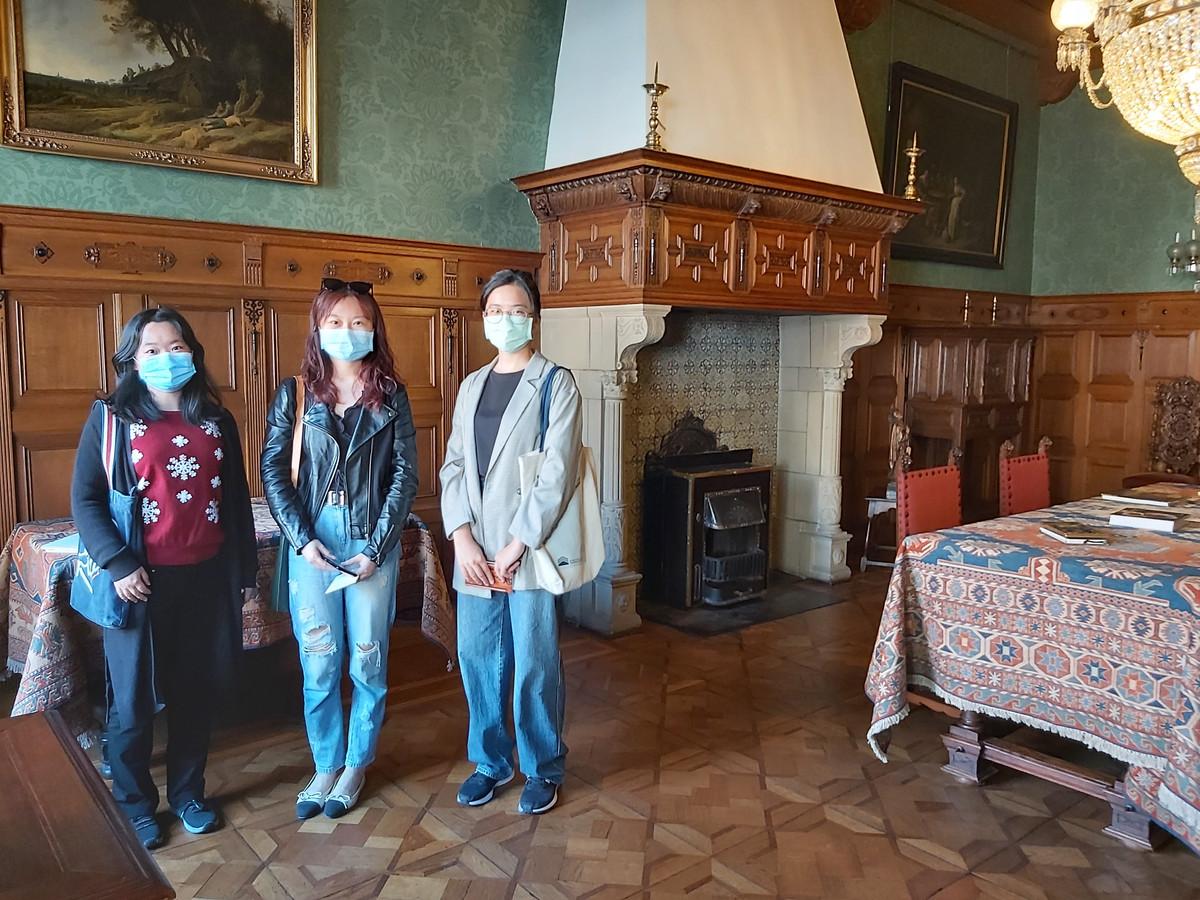 De mondkapjes mogen voorlopig nog niet af in Museumhuis van Meerten, ook al kun je alleen naar binnen met een negatieve testuitslag