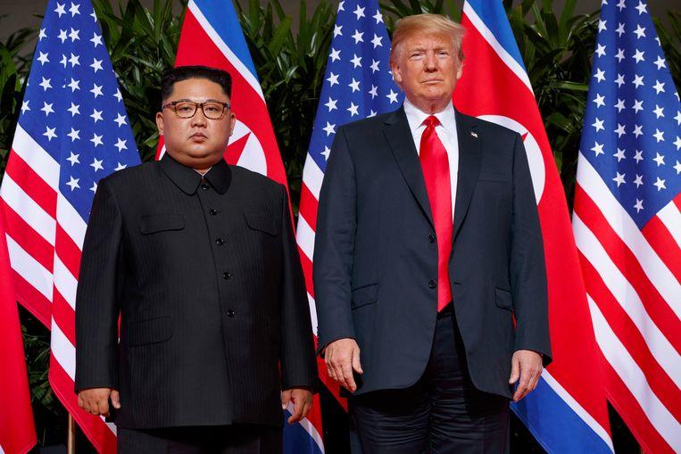 Archiefbeeld van de Amerikaanse president Donald Trump (rechts) en de Noord-Koreaanse leider Kim Jong-un.