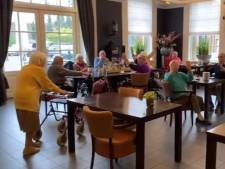 Mevrouw Piek (102) wordt verrast op haar verjaardag en doet spontaan een dansje