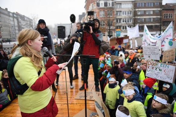 Marian Jones gaf een straffe speech tijdens de klimaatactie van de Leuvense basisscholen op 31 januari. Ruim 3.500 kinderen juichten haar woorden toe.