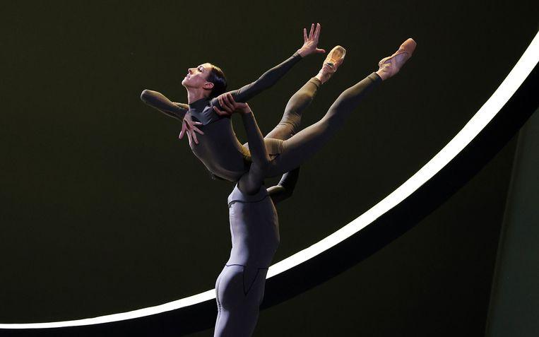 Floor Eimers en Constantine Allen in Four Seasons door Het Nationale Ballet en Het Balletorkest; choreografie: David Dawson Beeld Hans Gerritsen