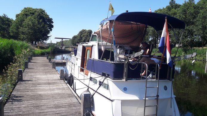 Jos en Diny van Nijlatten uit Oosterhout kennen de kanalen in Nederland op hun duimpje. Biest-Houtakker is een van hun favoriete aanlegplaatsen.