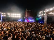 Nieuwsoverzicht | Ruim 400 bezoekers festival besmet met corona - Daders plofkraak ontsnappen na achtervolging