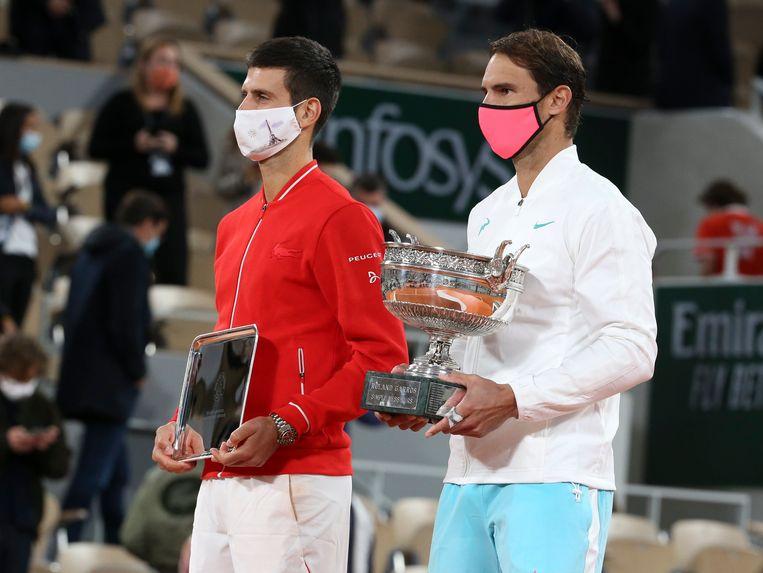Finalist Novak Djokovic (links) en winnaar Rafael Nadal op Roland Garros, vorige maand. Beeld Photo News