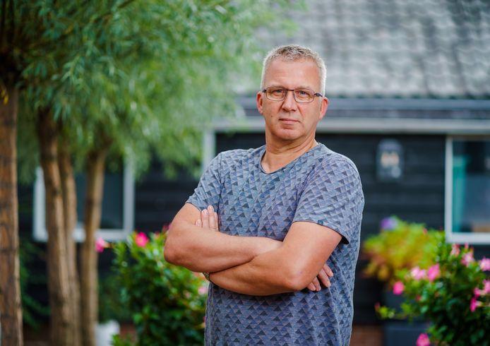 Bas Bouman (55) werd samen met zijn vrouw ontslagen bij hetzelfde bedrijf.