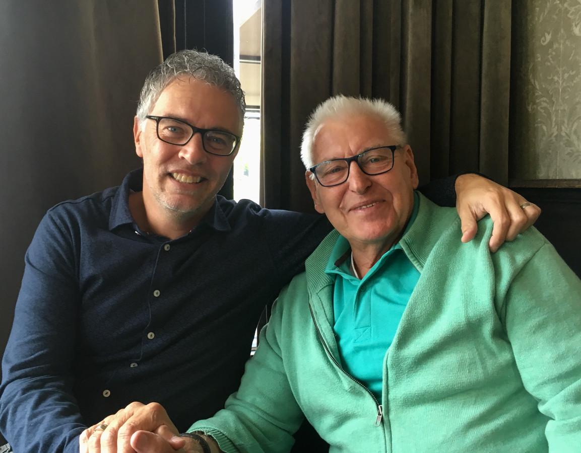 Links auteur Van den Busken met zijn arm om Piet Schrijvers geslagen