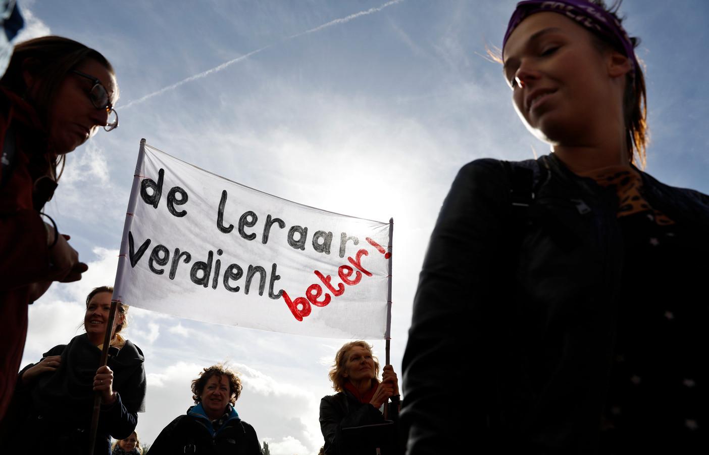 Basisschoolleraren tijdens de protestmanifestatie in het Zuiderpark in 2017.