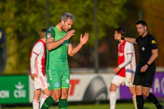 Ongeloof bij De Graafschap-aanvaller Ralf Seuntjens na een gemiste kans tegen Jong Ajax.