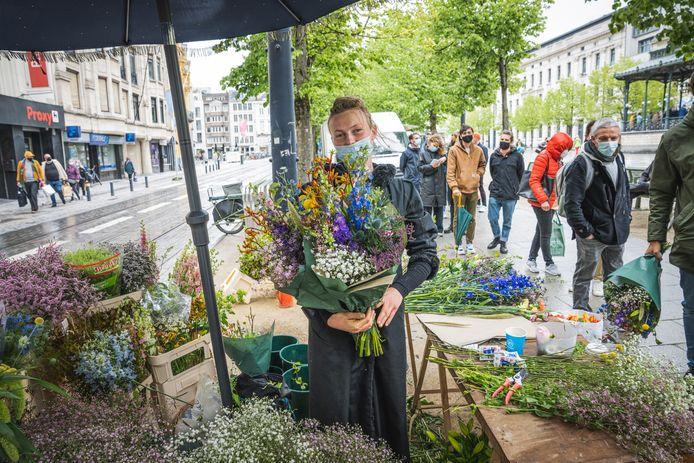 Inge van Aalst heeft veel succes op de Bloemenmarkt op de Kouter in Gent.