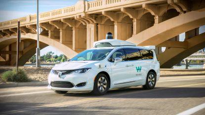 """Misnoegde Amerikanen vallen zelfrijdende auto's aan uit protest tegen """"gevaarlijke"""" testritten"""