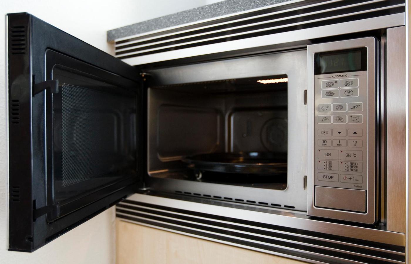 Ook de tijd op magnetrons en ovens kan achter lopen door de problemen.