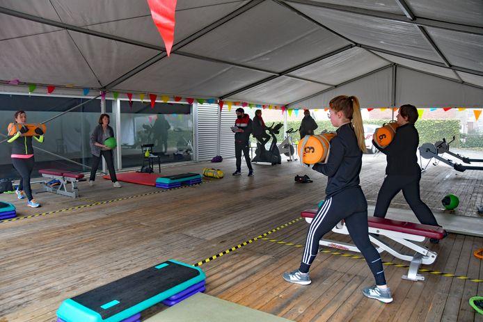 Buiten sporten in groepsverband is weer toegestaan voor mensen tot 27 jaar. De rest mag nog steeds alleen individueel bewegen.