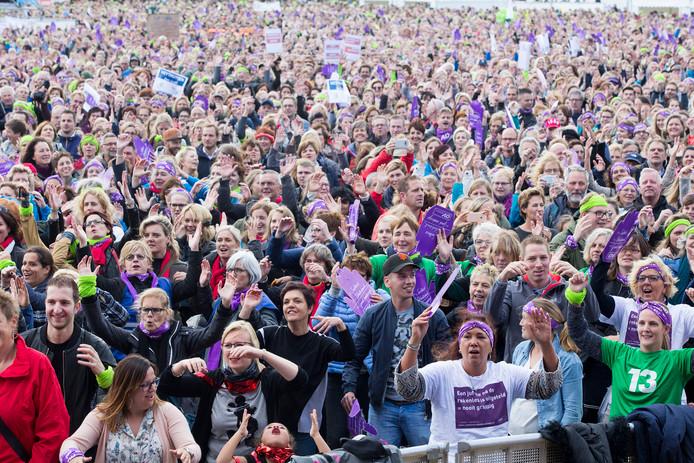 Lerarenstaking in het Zuiderpark waar rond de 50.000 leerkrachten op af kwamen om te strijden voor meer salaris en minder werkdruk