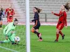 25ste goal Van de Donk in Oranje is een beauty: 'Achter mijn standbeen langs binnen tikken'