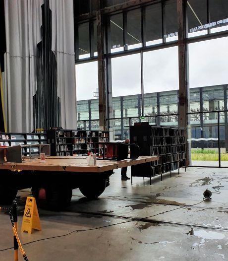 Zware regenval lekt door het dak van LocHal op expositie Wunderkammer: 'Het lijkt wel een vloek'