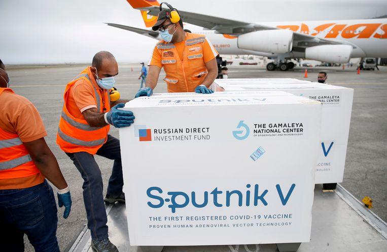 Een lading van het Spoetnikvaccin arriveert in Caracas, de hoofdstad van Venezuela. Beeld REUTERS
