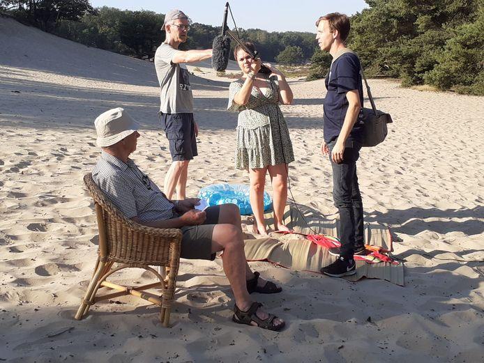 Opnamen voor The Box op Bedaf, afgelopen zomer toen de temperatuur opliep tot dik boven de 35 graden. Op de voorgrond verteller Jan, verder vlnr Michiel Weber, Aniek Weber en cameraman Sean van Berlo.