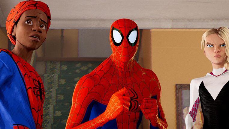 Miles Morales (Shameik Moore), Peter Parker (Jake Johnson) and Spider-Gwen (Hailee Steinfeld). Beeld