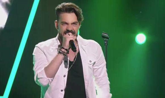 Benjamin brengt eerbetoon aan Avicii in 'The Voice.'