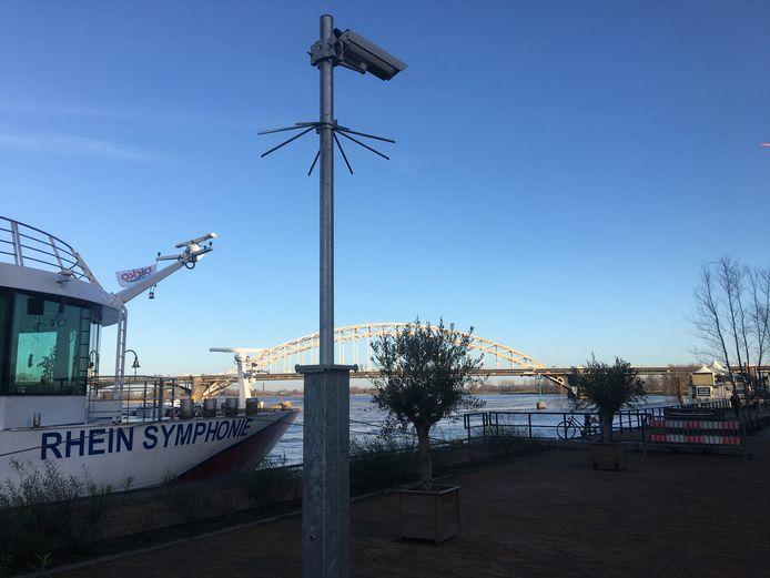 De bekeuringscamera's op de Waalkade gaan vanaf 1 mei draaien.