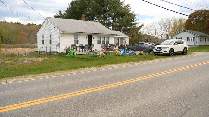 Un couple du Maine a été blessé ce mercredi matin lorsque leur enfant de deux ans leur a tiré dessus avec une arme de poing.