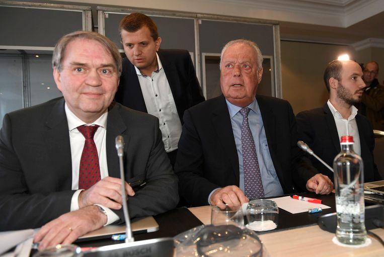 Pierre François, CEO van de Pro League, flankeert Anderlecht-voorzitter Roger Vanden Stock.